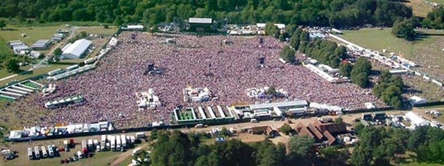 ROBBIE WILLIAMS - KNEBWORTH